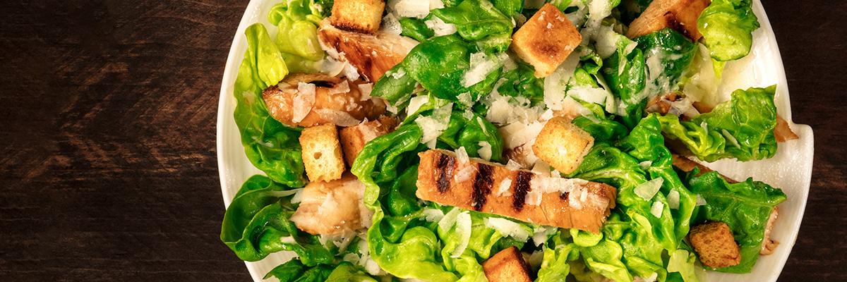 kotiruokalatenteri-helppoa-ja-nopeaa-arkiruokaa-ceasar-salaatti