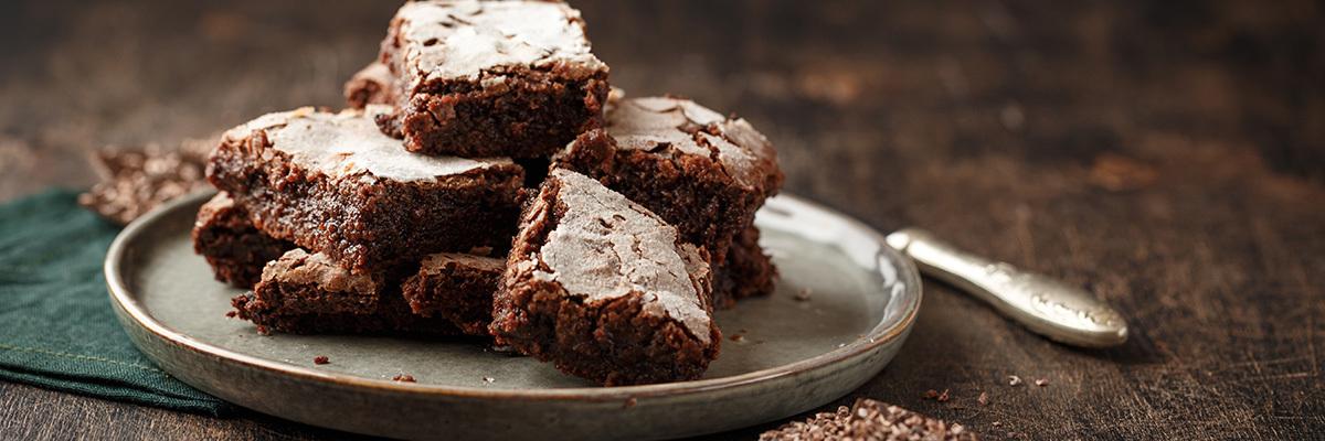 Browniepaloja lautasella