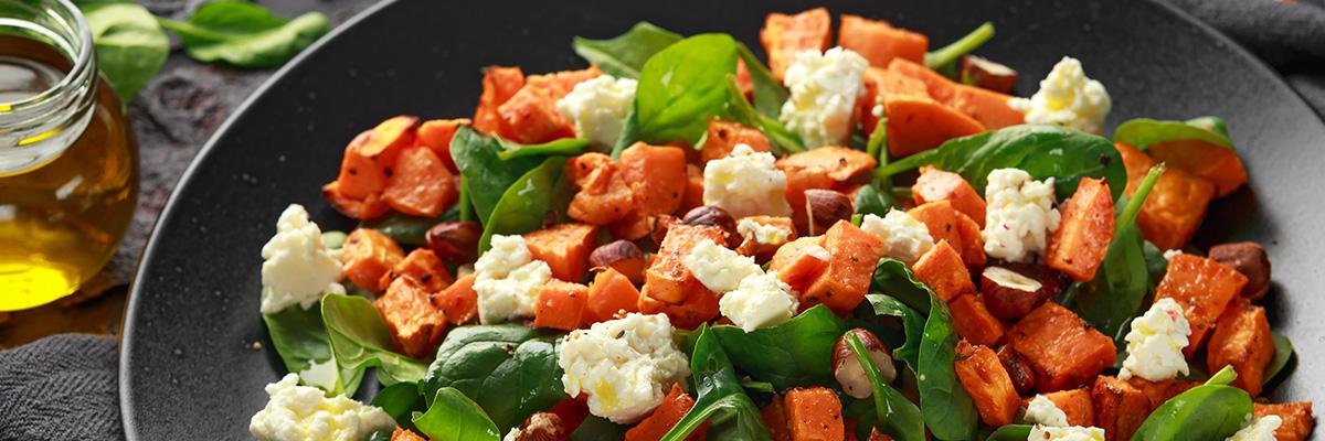 Salaatti bataatilla ja fetalla